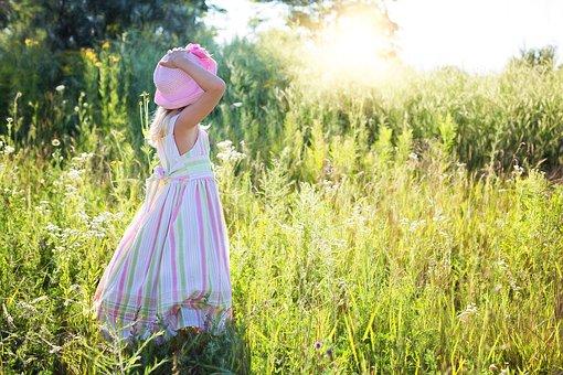 little-girl-2516582__340.jpg